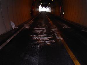 090424_tunnelin