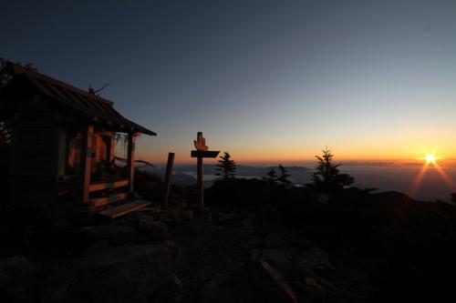 68 女峰山神社と朝日
